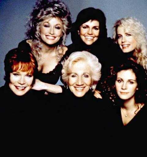 Dolly-Parton-Sally-Field-Daryl-Hannah-Shirley-MacLaine-Olympia-Dukakis-Julia-Roberts-lg
